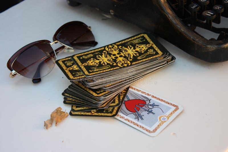 Paisagem dos vidros dos cartões de tarô foto de stock royalty free