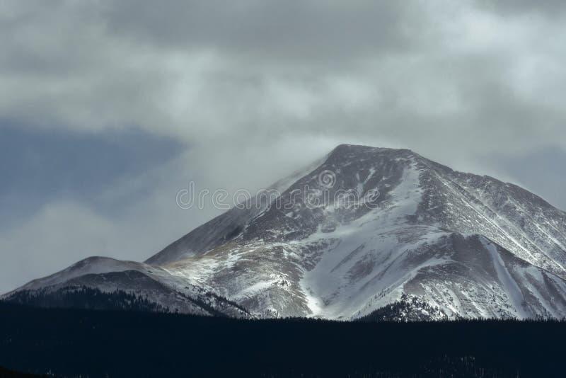 Paisagem dramática do inverno em Rocky Mountains em Colorado imagens de stock