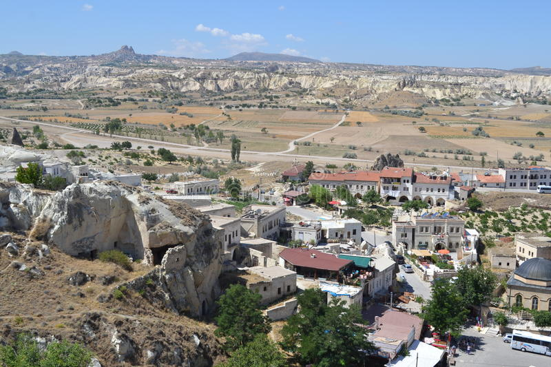 A paisagem e as casas naturais da região de Cappadocia foto de stock