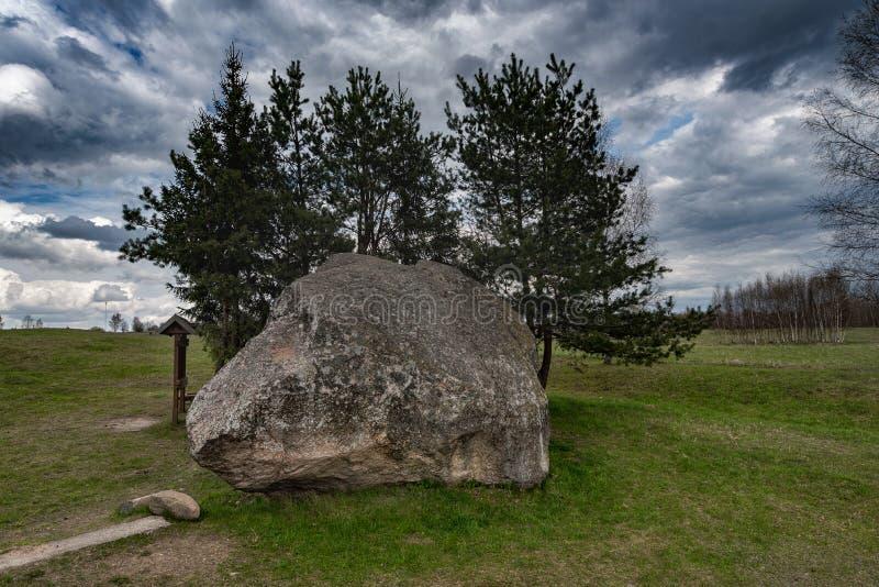 Paisagem e natureza de Lituânia com céu nebuloso Objeto Sightseeing em Vistytis fotos de stock royalty free