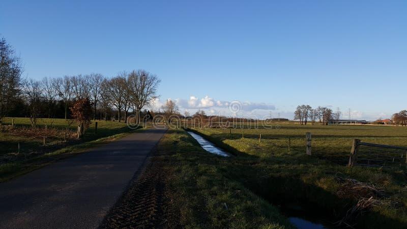 Paisagem e nuvens em holland imagens de stock royalty free
