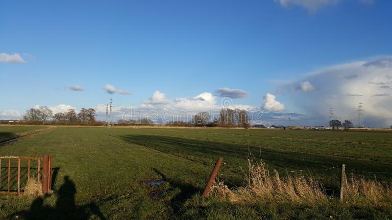 Paisagem e nuvens em holland foto de stock