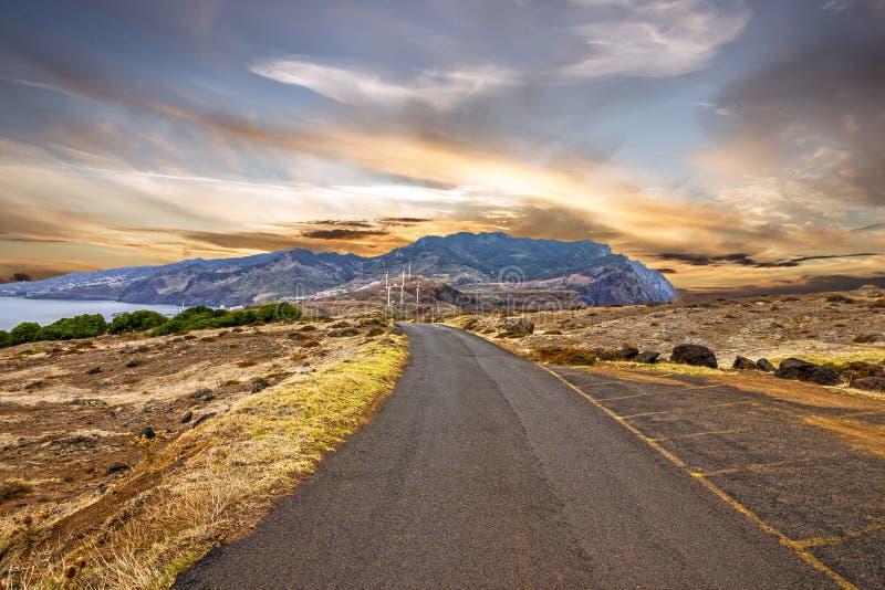 Paisagem - estrada do por do sol na ilha de Madeira, Portugal foto de stock
