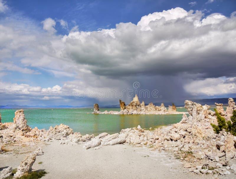 Paisagem estranha, mono lago, Califórnia imagens de stock royalty free