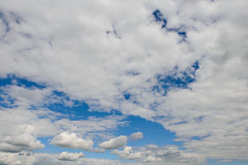 Paisagem expressivo do céu azul fotografia de stock royalty free