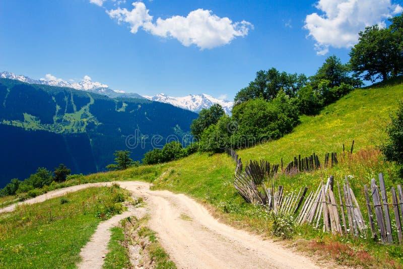 Paisagem Georgian da natureza Paisagem da montanha do verão imagem de stock royalty free
