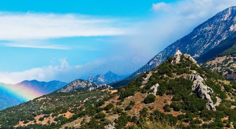 Paisagem grega da montanha na luz da tempestade fotografia de stock