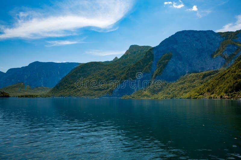 Paisagem Hallstadt Áustria Forrest do lago imagens de stock royalty free