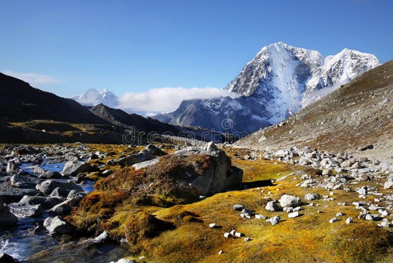 Paisagem Himalaia, montanhas dos Himalayas fotos de stock royalty free