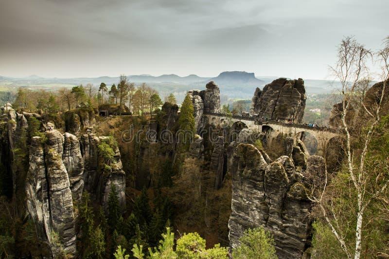 Paisagem idílico com a ponte do bastei em switzerland saxão fotos de stock royalty free