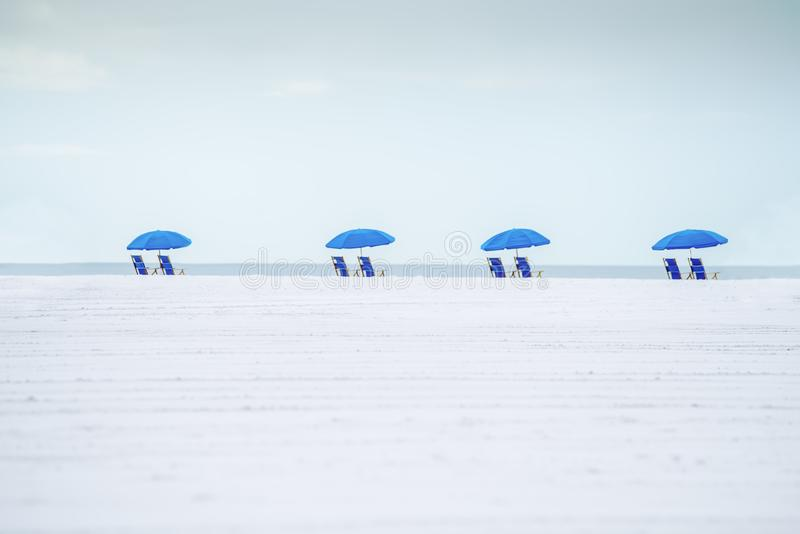 A paisagem idealista minimalistic da praia foto de stock