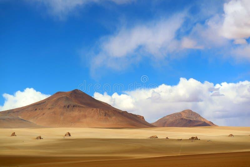 Paisagem impressionante de Salvador Dali Desert na reserva de Eduardo Avaroa Andean Fauna National, Sur Lipez, Bolívia imagens de stock royalty free
