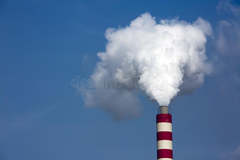 Paisagem industrial Central el?trica t?rmico com chamin?s de fumo foto de stock royalty free