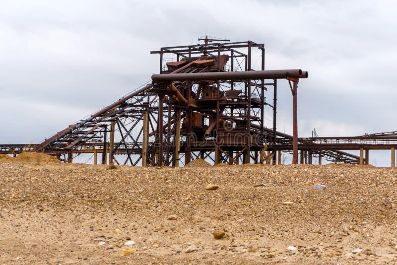 Paisagem industrial com o separador da areia e do cascalho fotos de stock royalty free