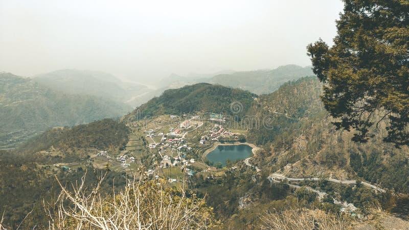 Paisagem Lakeview em Nainital, Índia fotografia de stock
