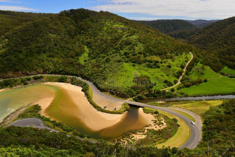 Paisagem litoral cênico ao longo da grande estrada do oceano como vista da vigia do ` s da peluche em Victoria imagem de stock royalty free