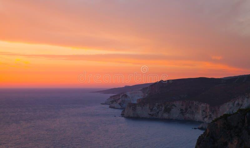 Paisagem litoral com por do sol dram?tico imagens de stock royalty free