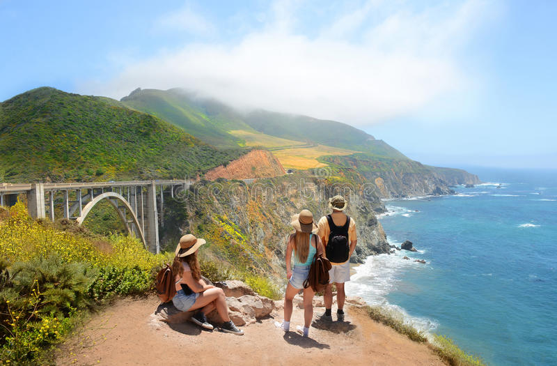 Paisagem litoral da montanha bonita do verão imagem de stock royalty free