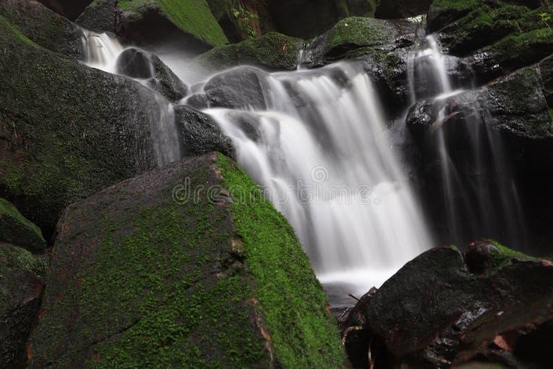 Paisagem longa bonita da exposição da cachoeira de Saithip foto de stock