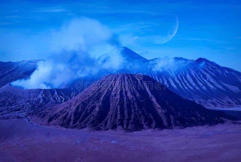 Paisagem lunar fantástica nas montanhas de Indonésia Vulcão de Bromo imagens de stock