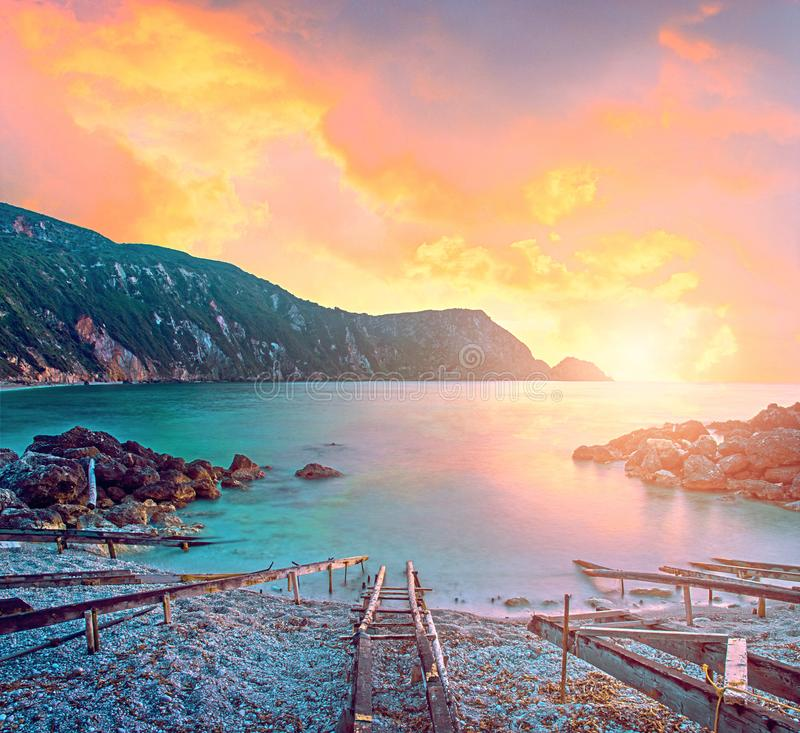 A paisagem mágica místico colorida fascinante com um Petani seja foto de stock