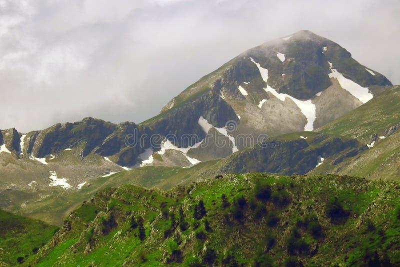 Paisagem maravilhosa da montanha na cordilheira de Pindus, Grécia fotos de stock