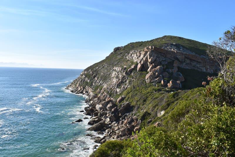 Paisagem maravilhosa na fuga de caminhada na reserva natural de Robberg na baía de Plettenberg, África do Sul foto de stock royalty free