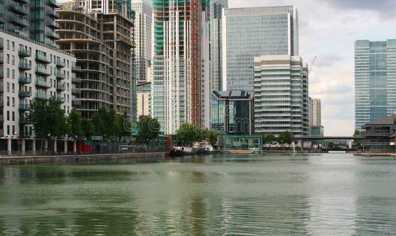 Paisagem moderna da cidade do waterside foto de stock royalty free
