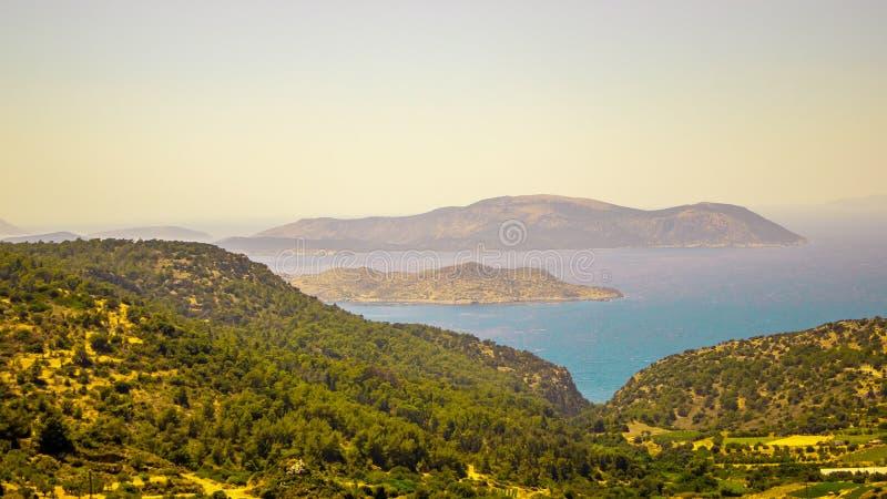 Paisagem montanhosa bonita na ilha do Rodes em Grécia foto de stock royalty free