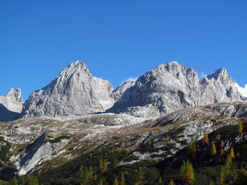Paisagem nas montanhas dos cumes, Marmarole do outono, picos rochosos imagem de stock royalty free