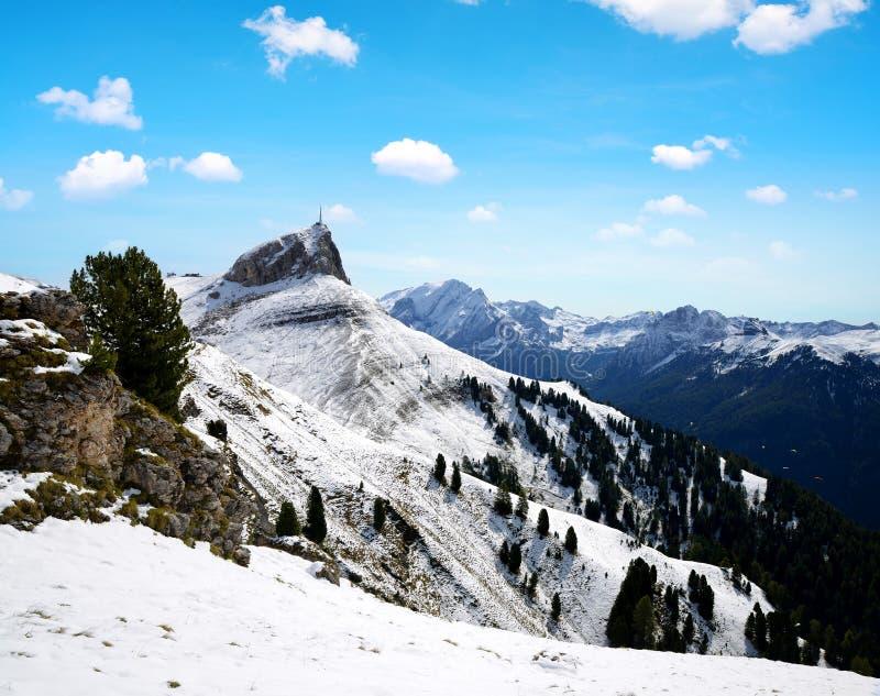 Paisagem nevado bonita do inverno na montanha das dolomites, Itália imagens de stock royalty free