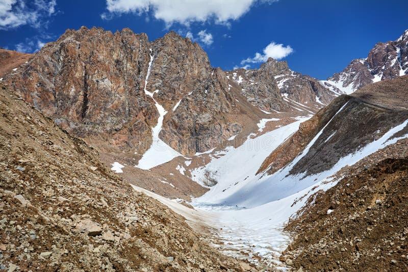 Paisagem nevado da montanha imagens de stock royalty free