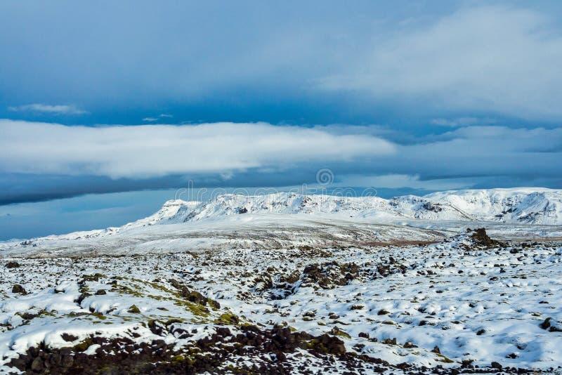 Paisagem no campo em Islândia entre Vik e Reykjavik fotografia de stock