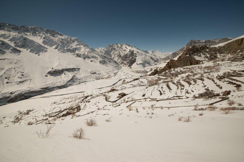 Paisagem no inverno nos himalayas - india foto de stock royalty free