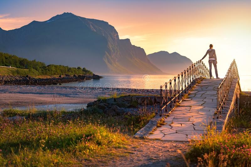 Paisagem no por do sol em Noruega, Europa foto de stock royalty free