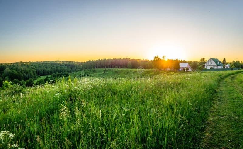 Paisagem no por do sol em Rússia central foto de stock