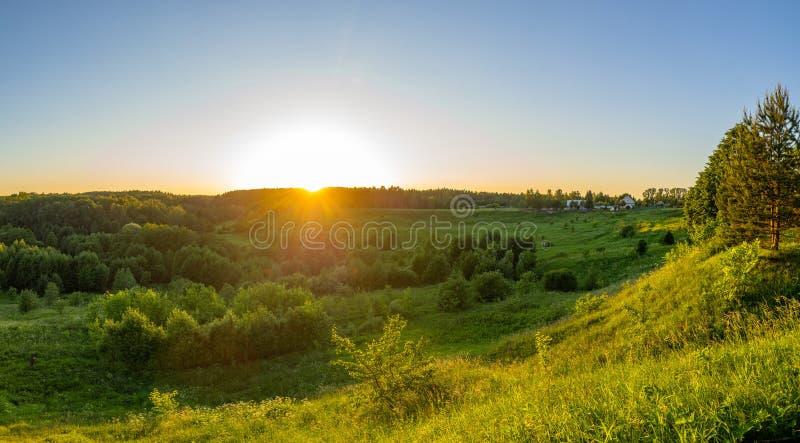Paisagem no por do sol em Rússia central fotos de stock