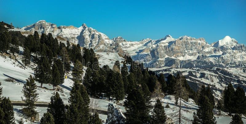 Paisagem nowy panorâmico de Badia val nas dolomites, Tirol sul, Itália fotografia de stock