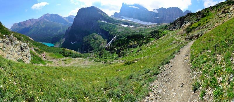 Paisagem panorâmico alpina alta da fuga da geleira de Grinnell no parque nacional de geleira, montana imagens de stock