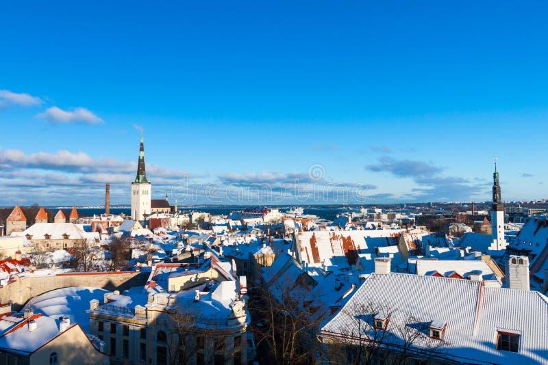 Paisagem panorâmico da cidade do inverno de Tallinn fotos de stock