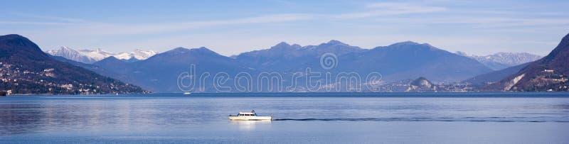 Paisagem panorâmico de Maggiore do lago fotos de stock