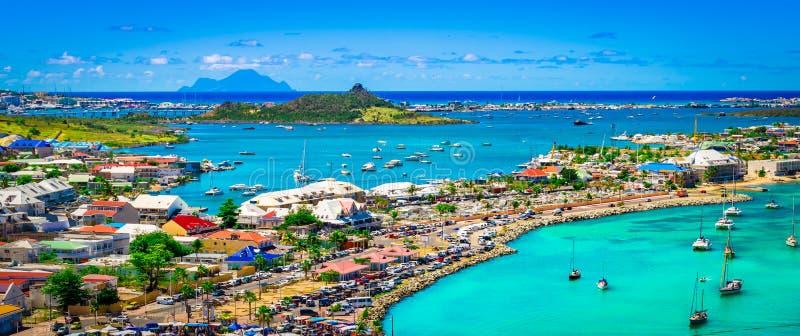 Paisagem panorâmico do porto de Marigot, Saint Martin fotografia de stock