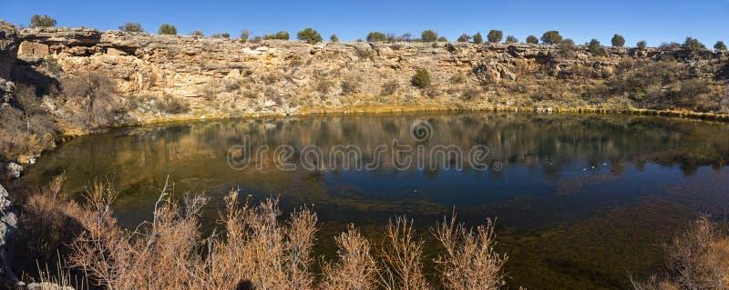 Paisagem panorâmico o Arizona EUA do Sinkhole natural bom de Montezuma foto de stock