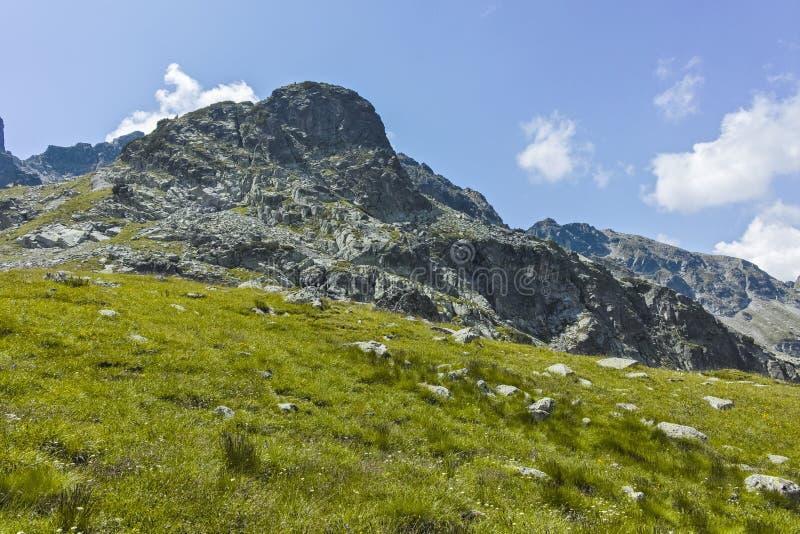 Paisagem perto de The Scary strashnoto Lake, Rila Mountain, Bulgária imagens de stock royalty free