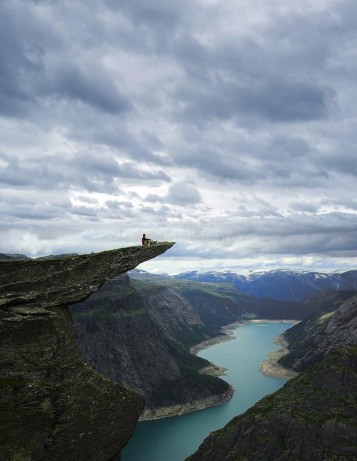 Paisagem pitoresca de Noruega. Trolltunga imagem de stock royalty free