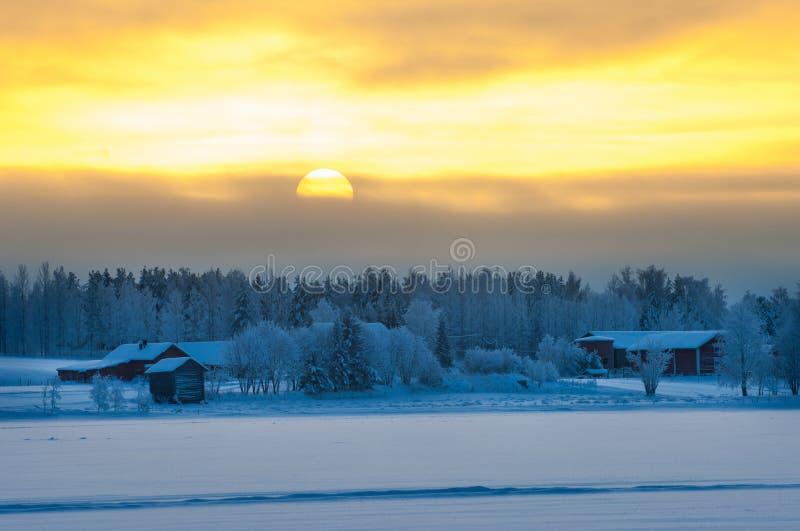 Paisagem polar do crepúsculo do inverno foto de stock royalty free