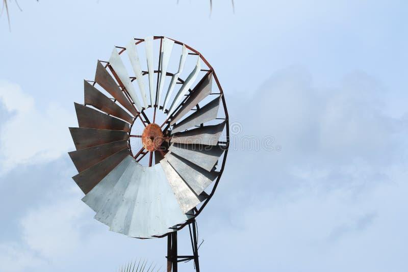 Paisagem rural do moinho de vento fotografia de stock royalty free