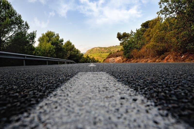 Paisagem rural do verão com estrada imagem de stock