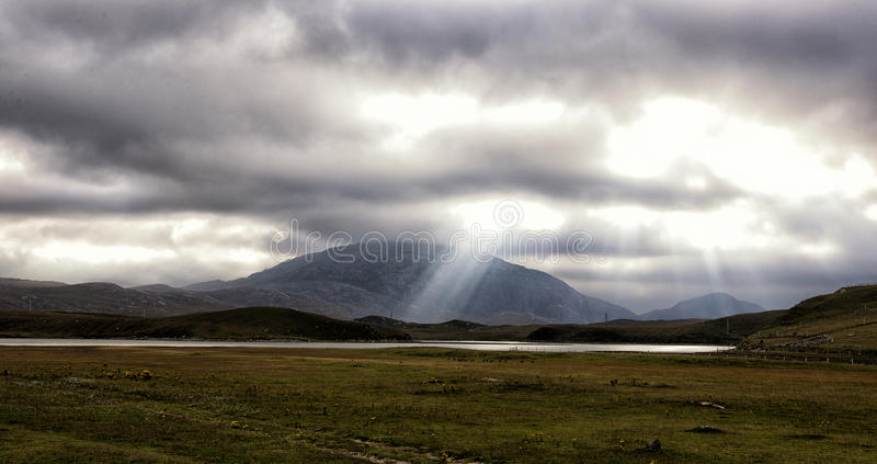 Paisagem rural ensolarada em Scotland foto de stock royalty free