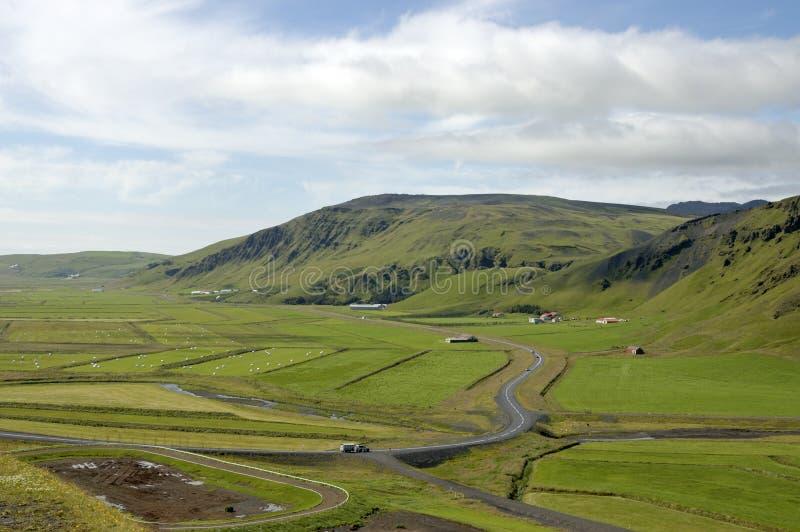Download Paisagem rural islandêsa. foto de stock. Imagem de vila - 26514234